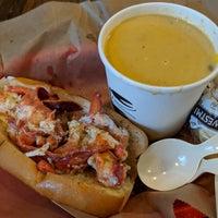 Foto scattata a Luke's Lobster da Alice O. il 8/30/2018