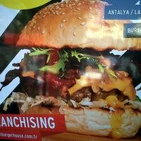 9/23/2012 tarihinde Salih T.ziyaretçi tarafından Burger House'de çekilen fotoğraf