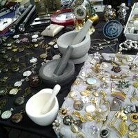 Das Foto wurde bei Flohmarkt Am Hohen Ufer von Christ C. am 11/10/2012 aufgenommen