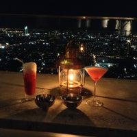 Foto scattata a Sky Bar da PopeyesView il 5/11/2013