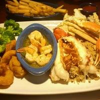 Photo taken at Red Lobster by Sâmya C. on 9/11/2016