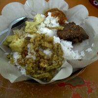 Photo taken at Nasi Pedas Ibu Andika by erna m. on 10/29/2012