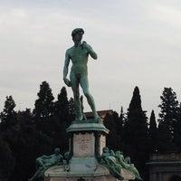 Foto scattata a Piazzale Michelangelo da İlknuryc il 10/18/2013