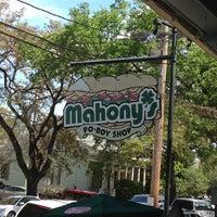 Foto diambil di Mahony's Po-Boy Shop oleh Julia pada 4/6/2013