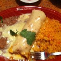Foto tomada en La Parrilla Mexican Restaurant por Byron H. el 4/4/2013