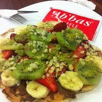 3/27/2013 tarihinde Eceziyaretçi tarafından Ab'bas Waffle & Cafe'de çekilen fotoğraf