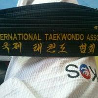 Photo taken at Asociación Internacional De Taekwondo by Pe®rushka™ on 4/10/2013