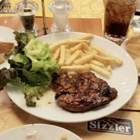 Photo taken at Sizzler by OISHI C. on 9/24/2012