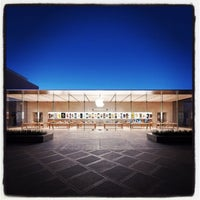 Photo taken at Apple Stanford by Victor G. on 10/29/2013