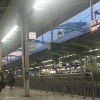 Photo taken at JR新大阪駅 21-22番線ホーム by コージパパ on 4/11/2013
