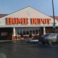 Foto tirada no(a) The Home Depot por Volodymyr S. em 12/21/2013