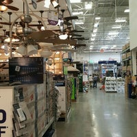 Photo taken at Lowe's Home Improvement by Volodymyr S. on 8/4/2016