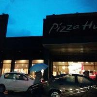 Foto tomada en Pizza Hut por Adam A. el 7/1/2017