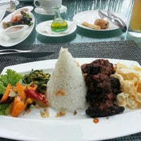 Photo taken at Padma Hotel Bandung by Lurynaluri on 1/9/2013