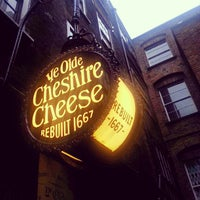 Photo taken at Ye Olde Cheshire Cheese by Euy Suk K. on 2/26/2013
