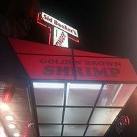 Foto tomada en Sid Booker's Famous Shrimp por Craig D. el 9/15/2012