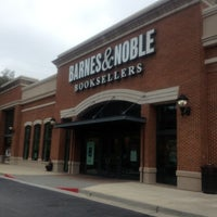 Photo taken at Barnes & Noble by Gorca H. on 9/30/2012