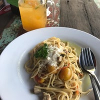 Photo taken at Warung PePe Wood Fired Pizza & Pasta by Florin . on 9/2/2018