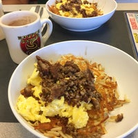 Photo taken at Waffle House by Iván on 11/30/2016