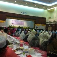 Photo taken at Kompleks Islam Jubli Perak Sultan Ismail Petra by Bart on 7/23/2014