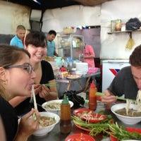 Photo taken at Phở Bắc Hải by Alan d. on 6/22/2013