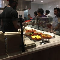 Foto tirada no(a) Skewr Kebab Kitchen por Brian G. em 9/14/2018