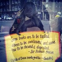 รูปภาพถ่ายที่ Capitol Hill Books โดย Chelsi B. เมื่อ 2/23/2014