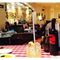 Photo taken at Italianni's Pasta, Pizza & Vino by Gerardo on 10/27/2013