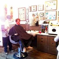 Foto scattata a Bullfrog Modern Electric Barber da Simone D. il 9/20/2013