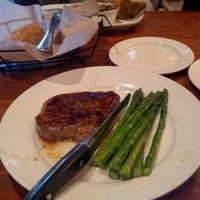 Photo taken at LongHorn Steakhouse by zeusmannj on 9/21/2012