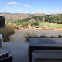 รูปภาพถ่ายที่ The Lodge Restaurant @ Carmel Valley Ranch โดย James F. เมื่อ 9/15/2017
