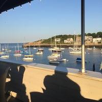 Foto tomada en 7th Wave Restaurant por Conrad R. el 8/14/2015