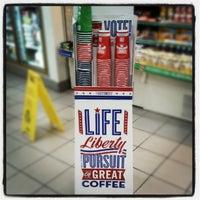 รูปภาพถ่ายที่ 7-Eleven โดย Frank L. เมื่อ 10/4/2012