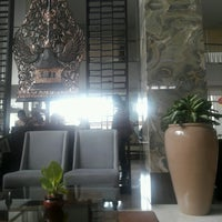 Photo taken at Batik Lounge Jambuluwuk Malioboro Boutique Hotel by Yudhistira D. on 1/21/2017