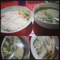Photo taken at Sop Kaki Tiga Saudara by Tyas C. on 1/20/2014