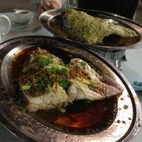 Photo taken at Restoran Hai Ji 海记松鱼头 by Cheryl P. on 11/29/2012