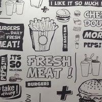 Foto tomada en Burger Land | برگرلند por NiLOoKan el 7/8/2013
