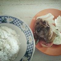 Photo taken at Ayam Goreng Pak Biso by Arie T. on 7/1/2013