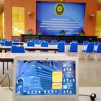 Photo taken at Pengadilan Tinggi Jawa Timur by Arie T. on 11/27/2014
