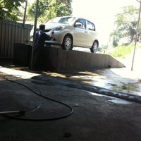 Photo taken at Car Wash Minyak Beku by Perdd -. on 7/28/2013