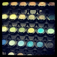 Снимок сделан в MAC Cosmetics пользователем KseniaS❤️💭 2/17/2013