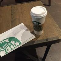 Foto tirada no(a) Starbucks por Carolina B. em 1/8/2016