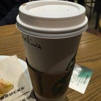 Foto tirada no(a) Starbucks por Carolina B. em 7/20/2015