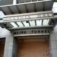 Foto tirada no(a) Benaroya Hall por Hanny H. em 9/15/2012