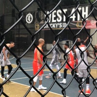 Photo taken at West 4th Street Courts (The Cage) by 🇳🇬 Olanrewaju aka Eric G 🇺🇸 on 6/23/2018