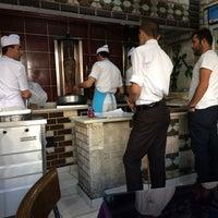 Das Foto wurde bei Yakamoz Restaurant von Turgut Ç. am 10/20/2016 aufgenommen