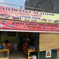 Photo taken at siliwangi seafood by Anastasya o. on 3/19/2013