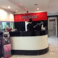 12/6/2012 tarihinde Onur T.ziyaretçi tarafından Prestige Kuaför'de çekilen fotoğraf