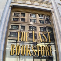 Foto tomada en The Last Bookstore  por Tony C. el 7/24/2013
