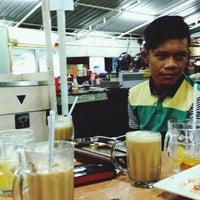 Photo taken at Restoran Sri Ketapang by Amir B. on 9/19/2014